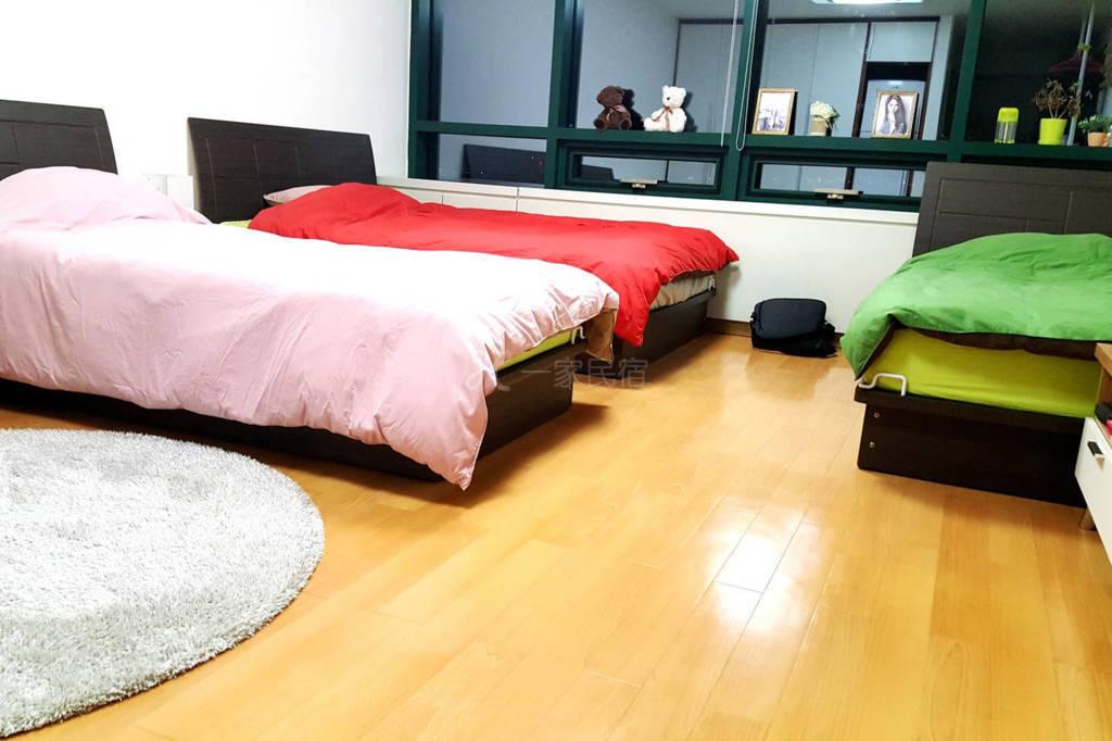 韩国首尔夜生活丰富的公寓四人间