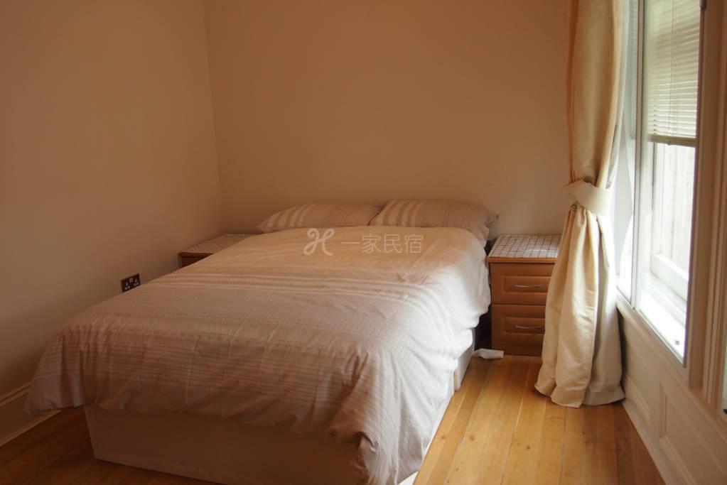 樂在倫敦臺灣人民宿 2館 - 標準雙人街景房