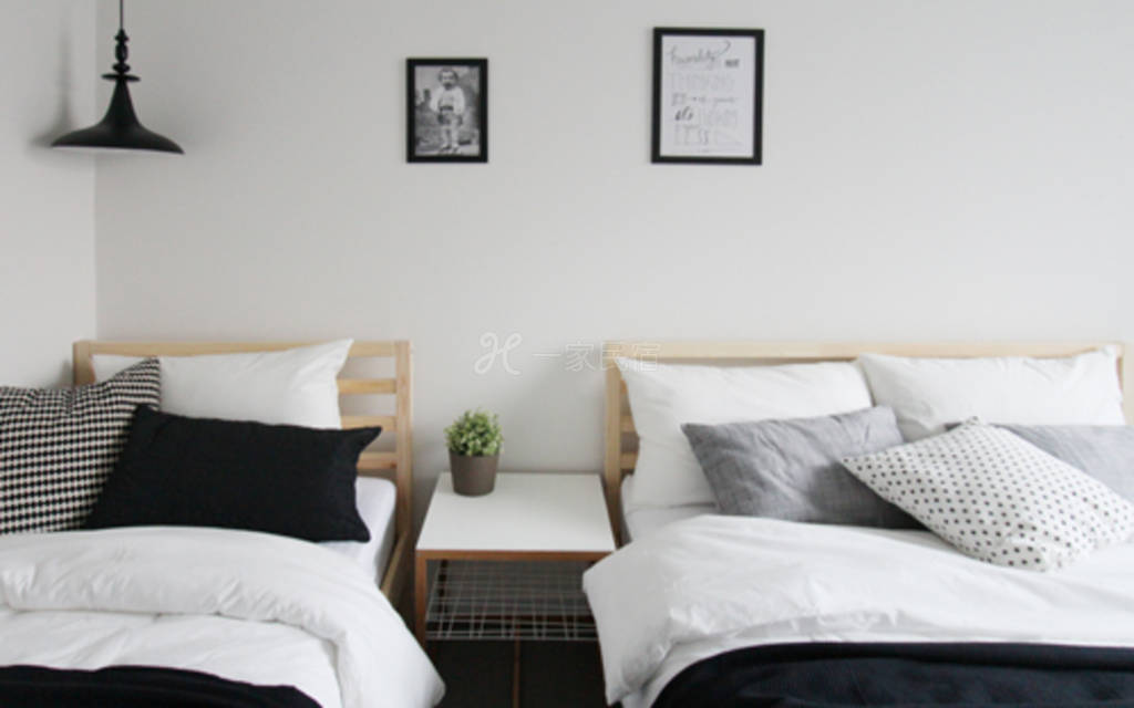 繁华市区  临近地铁站 出行便利 家具崭新干净  让您有愉悦的住宿生活