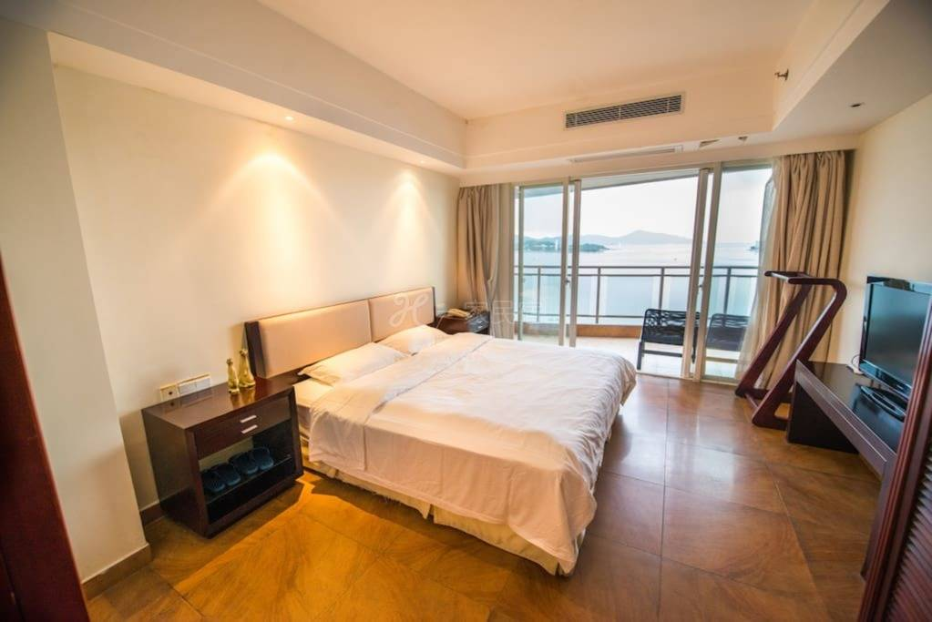 三亚180度无敌海景酒店式公寓大床近大东海