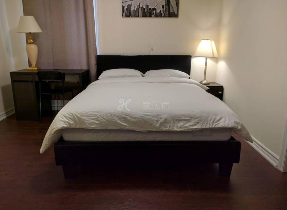 豪华大床房,新装修独立卫生间,近央街地铁