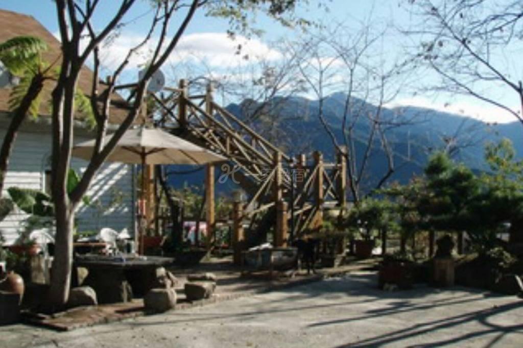 清境好家寨日式亲子房适合二大人一小孩是个双人大床民宿是小木屋设计风格
