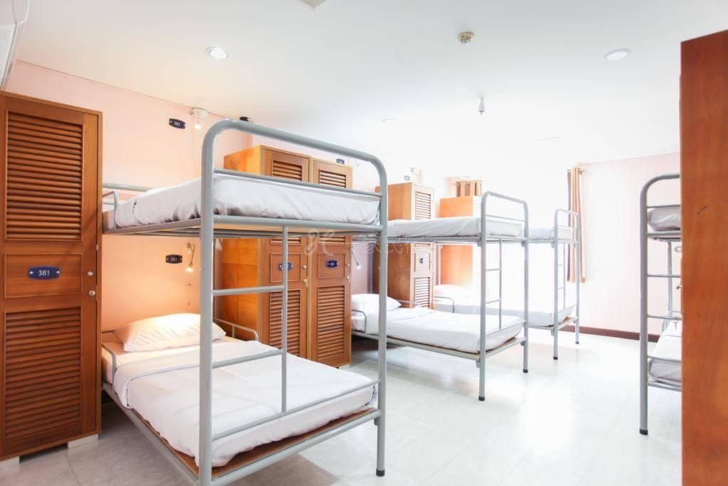 皇家亚洲洛奇素坤逸山林小屋 8床混合宿舍间的1张床位 含早