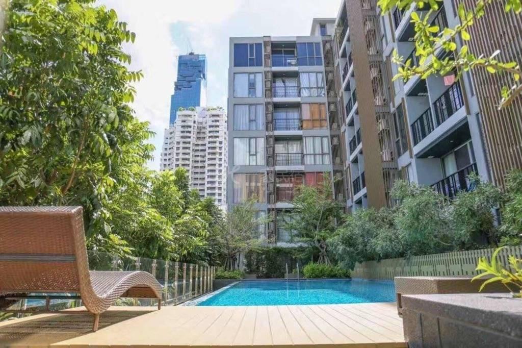 市中心Silom BNH旁高级公寓 厨房带厨具 乳胶枕 WIFI 泳池健身房 轻松步行至天铁