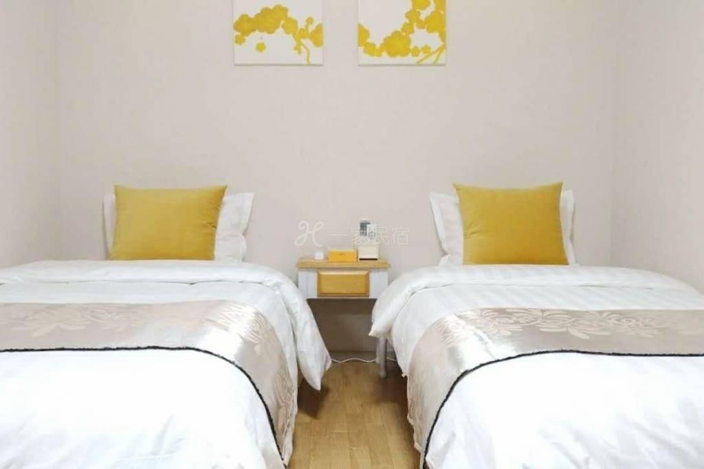 免費接機,日本橋站徒步5分鐘,一室一廳,雙床房,廳里折迭沙發床,最大4位客人