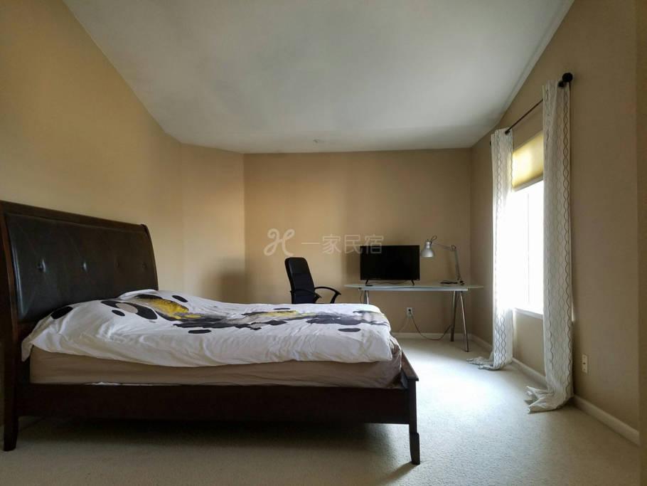 豪華、溫馨、超大主人房、高尚社區。內設豪華浴室、衣帽間。room M#