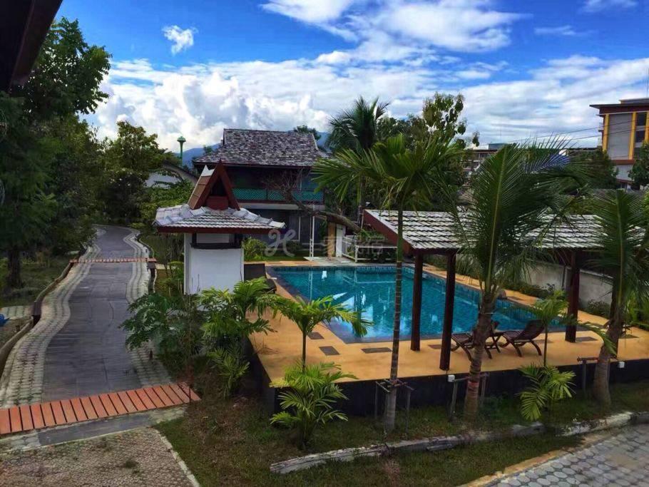 清迈泳池花园别墅度假屋