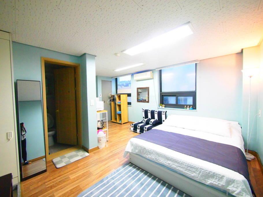 3人房#R(首尔站步行五分钟,小巧干净温馨舒适,房内采光良好!)
