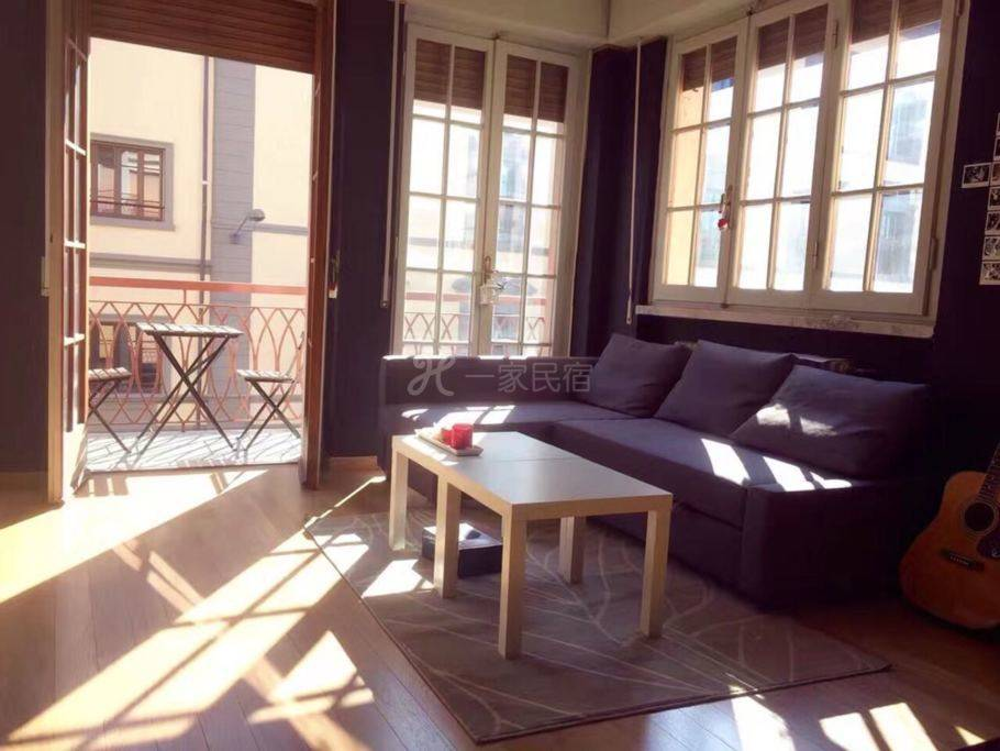 展開是一個是一個雙人沙發床 是咱們家性價比最高的住處