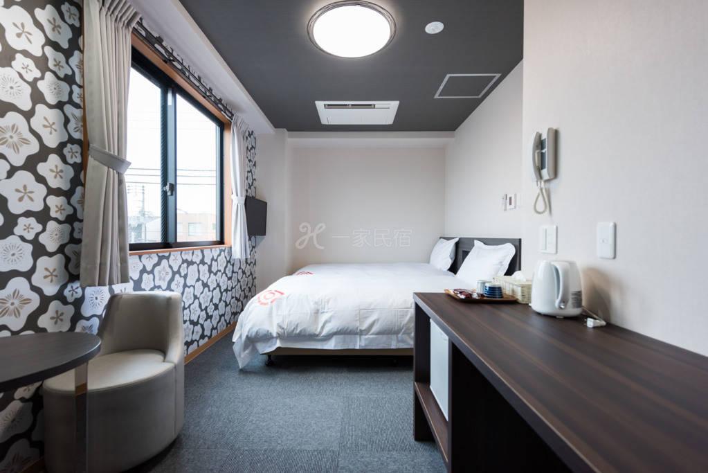 京都酒店 /小双人床/有前台/每日清扫