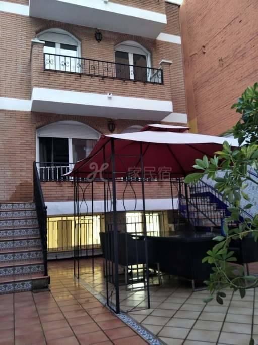 巴塞罗那位置极佳豪华别墅里的超大房间,有付费车库