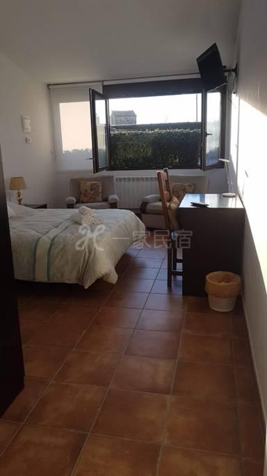 Villamercedes Room 5
