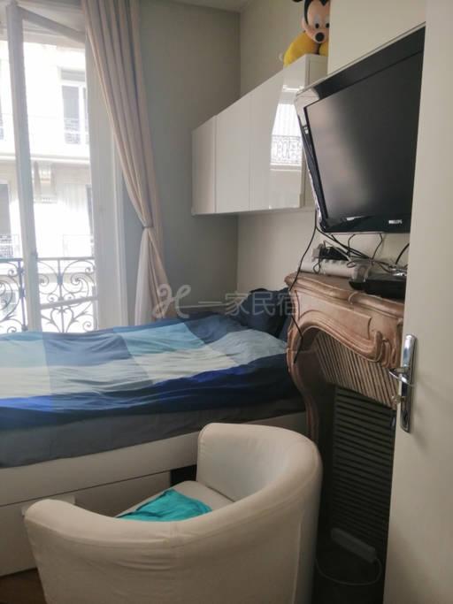 香榭丽舍大街奥斯曼古典公寓双人房带阳台