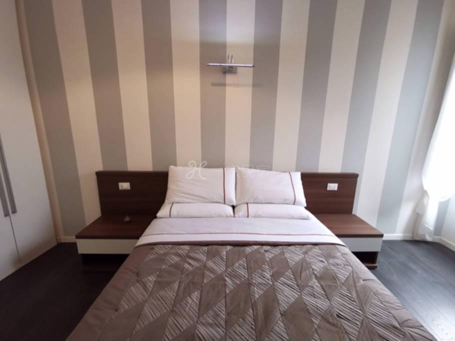 西班牙地铁现代一居室豪华套房带厨房