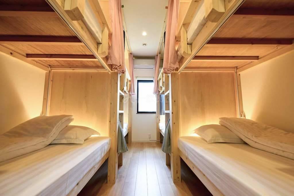 东福寺站8分红叶景区 8人宿舍间 1个床位