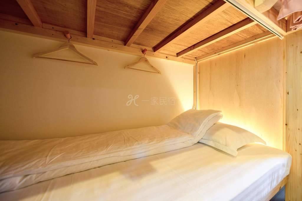 JR 东福寺站 8分 巴士3分 东福寺红叶景区 合住宿舍8人间 2个床位