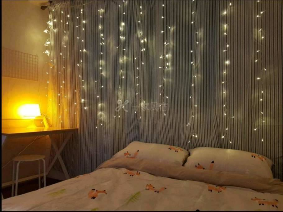 Bright&cute room near Hongdae_离地铁站2mins